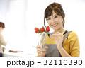 女性のポートレート バレンタイン チョコレート 苺チョコフォンデュ 32110390
