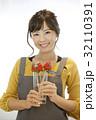 女性のポートレート バレンタイン チョコレート 苺チョコフォンデュ 32110391