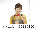 女性のポートレート バレンタイン チョコレート 苺チョコフォンデュ 32110393
