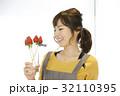 女性のポートレート バレンタイン チョコレート 苺チョコフォンデュ 32110395