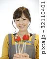 女性のポートレート バレンタイン チョコレート 苺チョコフォンデュ 32110401