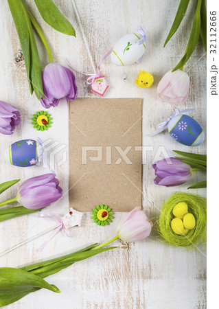Bouquet purple tulips, paper and Easter eggs の写真素材 [32112666] - PIXTA