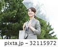 傘 ビニール傘 女性の写真 32115972