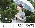 女性 ビニール傘 人物の写真 32115973