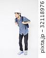 避難する男性   避難 防災イメージ 避難イメージ  32118976
