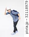 避難する男性   避難 防災イメージ 避難イメージ  32118979