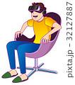 VR体験で感動する男性 32127887