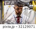 サーバー 技術者 ケーブルの写真 32129071