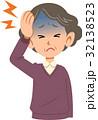 病気 女性 頭痛 上半身 高齢者 32138523