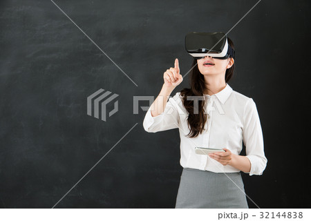 teacher touch screen with VR headset smartphone 32144838