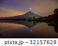 【静岡県】一番星輝く、夜明けの富士山 32157628