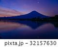 【静岡県】一番星輝く、夜明けの富士山 32157630