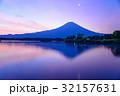 【静岡県】一番星輝く、夜明けの富士山 32157631