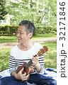 ピクニック ウクレレ 新緑の写真 32171846