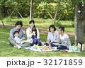 3世代家族 ピクニック 弁当の写真 32171859