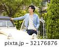 男性 ドライブ クラシックカーの写真 32176876