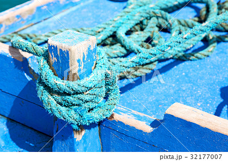 a rope in  yacht accessory  boatの写真素材 [32177007] - PIXTA