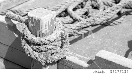 a rope in  yacht accessory  boatの写真素材 [32177132] - PIXTA