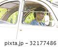 男性 ドライブ クラシックカーの写真 32177486
