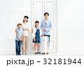 家族旅行 家族 出入り口の写真 32181944