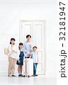 家族旅行 家族 出入り口の写真 32181947