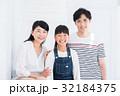 家族 親子 人物の写真 32184375