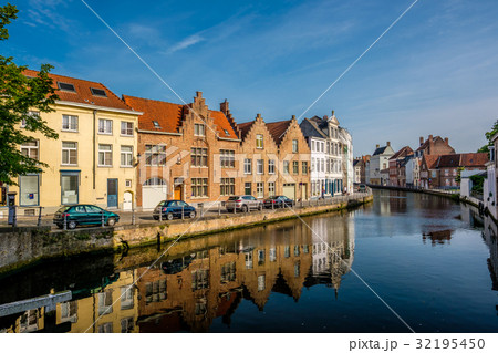 Bruges (Brugge) cityscape with water canal 32195450
