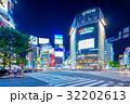 東京 渋谷 スクランブル交差点の夜景 32202613
