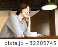 カフェ 女性 人物の写真 32205745