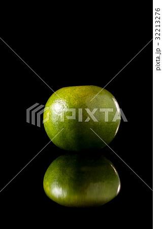 Tangerine green orange fruit on a black background 32213276