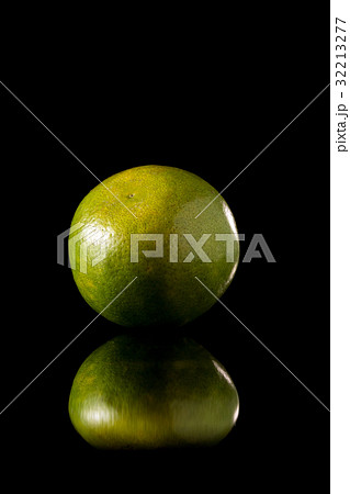 Tangerine green orange fruit on a black background 32213277