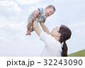親子 赤ちゃん 母親の写真 32243090