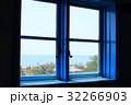 青い窓枠 窓と風景 32266903