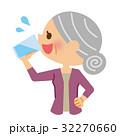 水分補給 飲む シニアのイラスト 32270660