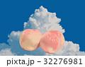 桃 入道雲の背景 32276981