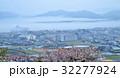 海霧覆うさぬき市志度の街(香川県さぬき市志度) 32277924