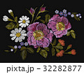 刺しゅう 刺繍 フローラルのイラスト 32282877
