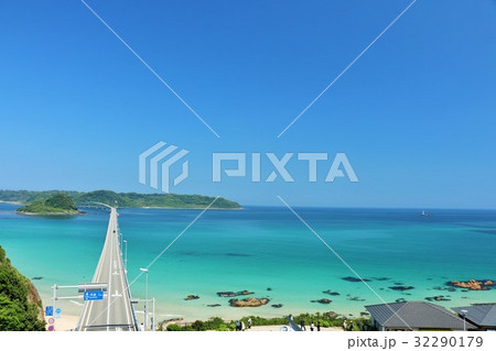 山口県 角島大橋と青い海 32290179
