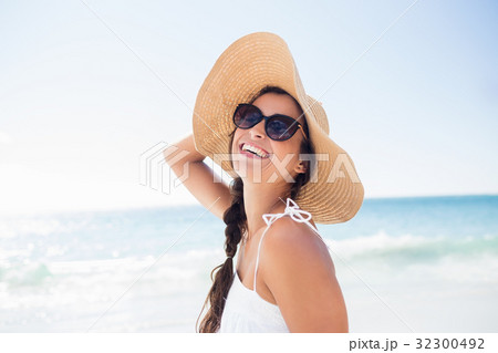 Portrait of smiling woman on the beach 32300492