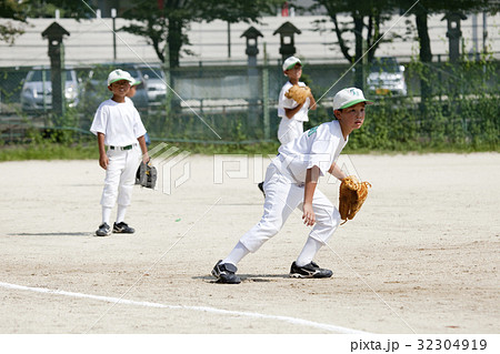 少年野球の守備練習 32304919