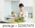 主婦 野菜 32307475