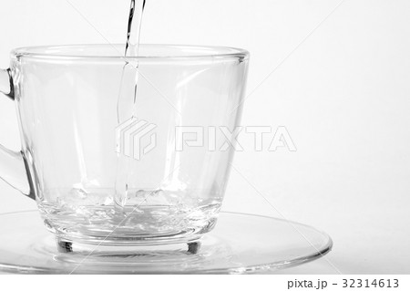 Pouring water into a glassの写真素材 [32314613] - PIXTA