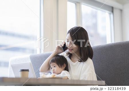 働くお母さん 32318439