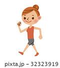 ウォーキングをする女性 32323919