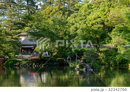Hisago-ike Pond of Kenroku-en 32342700