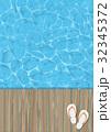 ゆらゆら揺れる水面 桟橋 ビーチサンダル 32345372