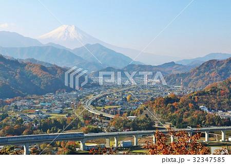 秋の富士山と都留市のリニアモーターカー 32347585