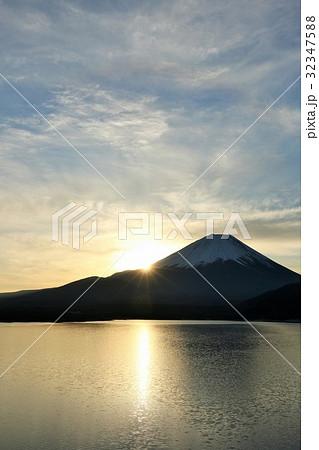 富士山と新年の光 32347588