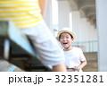 シーソーで遊ぶ子供 32351281