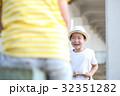 シーソーで遊ぶ子供 32351282